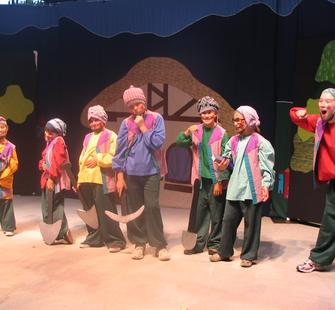 The Seven Dwarfs pose for photos, June 2007
