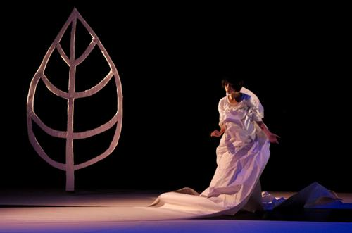 Wen-jinn Luo of Scarecrow Contemporary Dance Company performs.