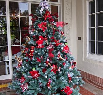 A holiday tree at Yuletide