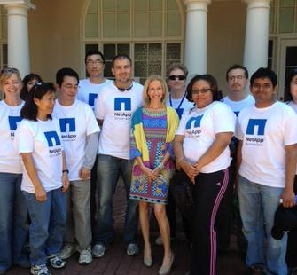Angela McConnell with volunteers from NetApp