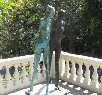 """Stephen De Staebler, """"Two Women Walking"""" (1992)"""